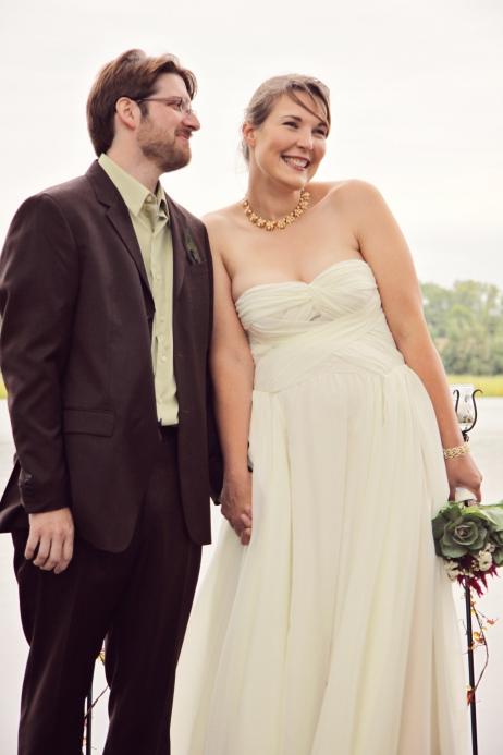 happycoupleduringMNlakesideoutdoorweddingceremony-DMP