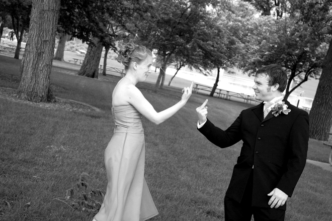 funny MN wedding photos - sibling rivalry