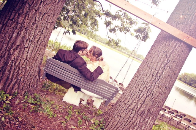 weddingcoupleonbackyardswingforoutdoorwedding-DMP